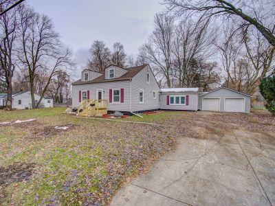Flushing Single Family Home For Sale: 305 Oak Avenue