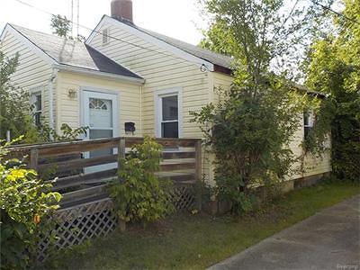 Flint Single Family Home For Sale: 202 East McClellan