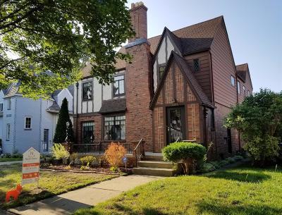 Flint Single Family Home For Sale: 2220 East Court Street