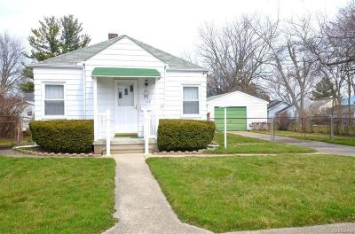 Flint Single Family Home Contingent: 718 Victoria Ave