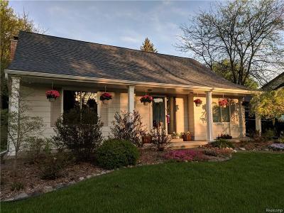 Flushing Single Family Home For Sale: 218 Cedarwood Dr