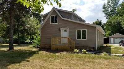 Flint Single Family Home For Sale: 2387 Linden Rd