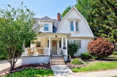 Flushing Single Family Home For Sale: 303 N Cherry St