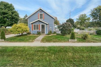 Flint Single Family Home For Sale: 2251 S Graham Rd