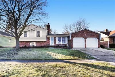 Flushing Single Family Home For Sale: 305 Oakwood Dr