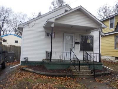 Flint Single Family Home For Sale: 924 Huron St