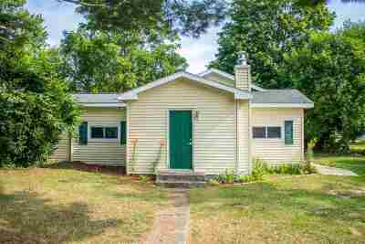 Single Family Home For Sale: 210 Maple