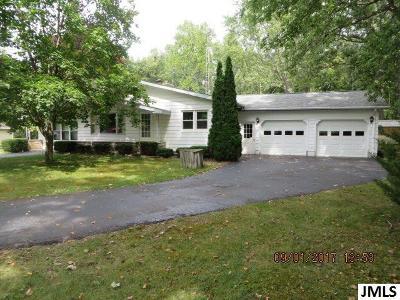 Jackson County Single Family Home For Sale: 8407 Oak Pt Dr
