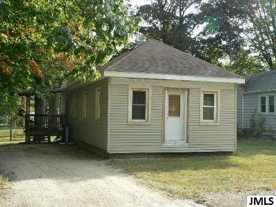 Single Family Home For Sale: 111 Adams St