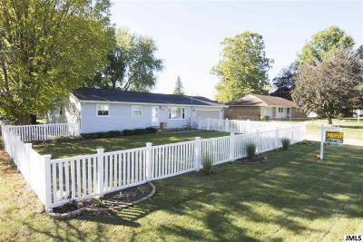 Jackson County Single Family Home For Sale: 1657 Foye Dr