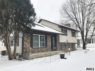 Single Family Home For Sale: 302 Mill St