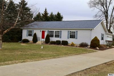 Single Family Home For Sale: 8462 King Rd