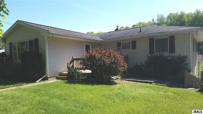 Single Family Home For Sale: 1447 Munith Rd