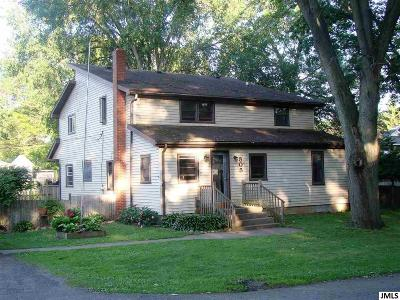 Jackson County Single Family Home For Sale: 505 Fifth St