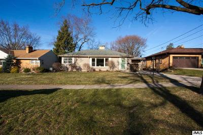 Single Family Home For Sale: 1004 S Durand