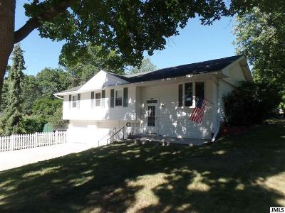 Single Family Home For Sale: 197 Iroquois St