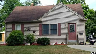 Jackson MI Single Family Home For Sale: $87,500