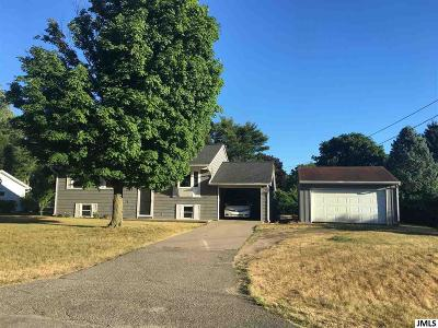 Single Family Home For Sale: 1633 Foye Dr