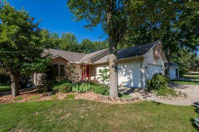 Single Family Home For Sale: 6207 Edgewood