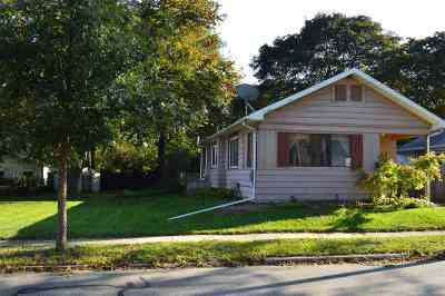 Lansing Single Family Home For Sale: 912 Pacific Ave