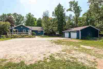 Hillsdale County Single Family Home For Sale: 1803 Greys Lake Rd