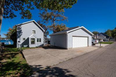Single Family Home For Sale: 353 Oakwood Dr