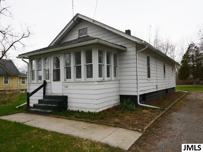 Jackson MI Single Family Home Contingent - Financing: $74,900