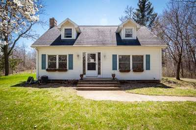 Jackson MI Single Family Home For Sale: $220,000