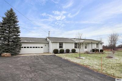 Hillsdale County Single Family Home For Sale: 6982 Half Moon Lake Rd