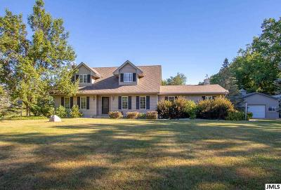 Dansville Single Family Home Contingent: 1735 E Dexter Trail