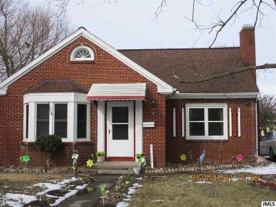 Jackson County Single Family Home Contingent - Financing: 138 E Palmer