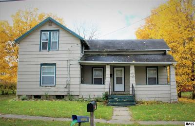 Eaton Rapids Single Family Home For Sale: 916 Water St