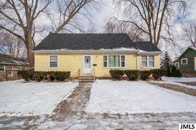 Jackson County Single Family Home For Sale: 1121 Fourth St