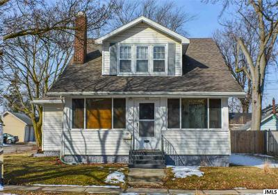 Jackson County Multi Family Home For Sale: 104 N Higby