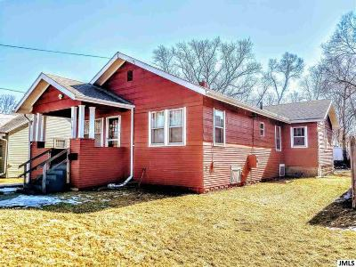 Jackson County Single Family Home For Sale: 215 W Prospect St