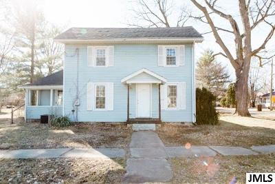 Leslie Single Family Home For Sale: 212 Searle St