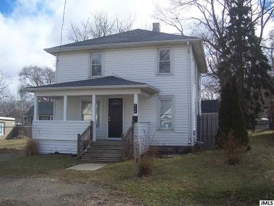 Jackson County Single Family Home For Sale: 135 Willow St