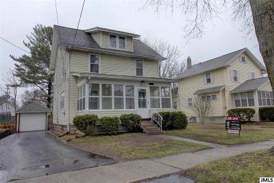 Single Family Home Contingent: 158 W Mansion St