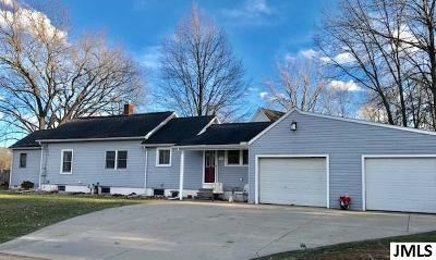 Single Family Home Contingent - Financing: 3447 Wanda Dr