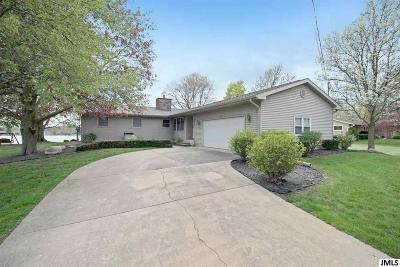 Single Family Home For Sale: 11089 Oakwood Dr