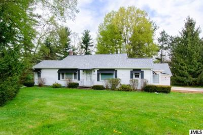 Parma Single Family Home For Sale: 8820 King Rd