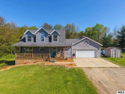 Eaton Rapids Single Family Home For Sale: 11635 Bunker Hwy