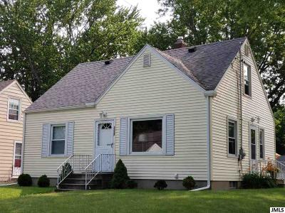 Jackson County Single Family Home Contingent - Financing: 1127 S Webster St