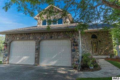 Single Family Home For Sale: 13910 Grand Point Circle
