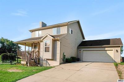 Single Family Home For Sale: 10865 Emerald Dr