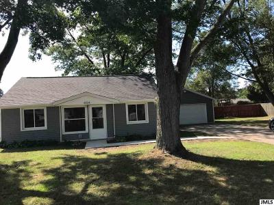 Single Family Home For Sale: 404 Seminole Place