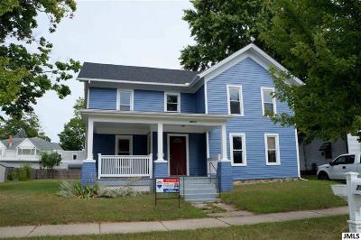 Leslie Single Family Home For Sale: 206 E Bellevue