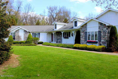 Hillsdale County Single Family Home For Sale: 1411 N Sand Lake Rd