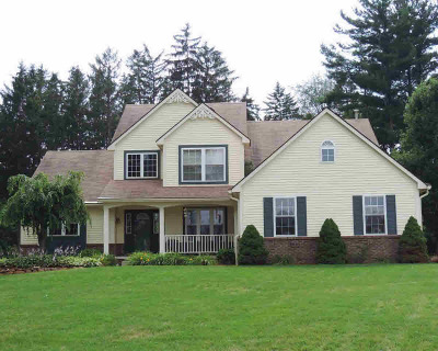 Washtenaw County Single Family Home Contingent - Financing: 3079 Island Hills Dr