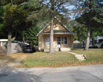 Single Family Home For Sale: 153 Mantle Ave